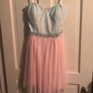 Short strapless women's dress
